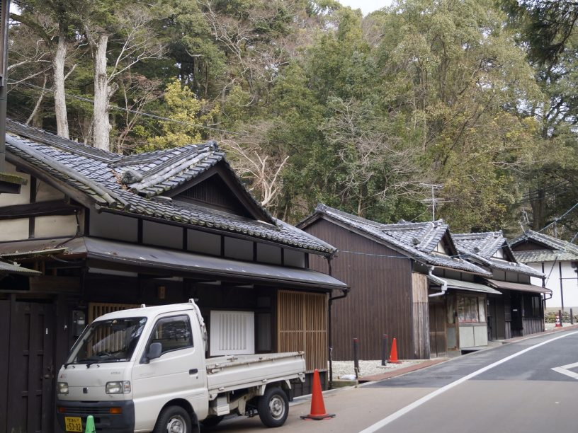 Calle entre Nigatsudo y KAsugataisha donde poder comer